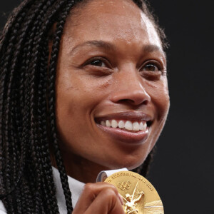 final gold for usas record breaking track icon