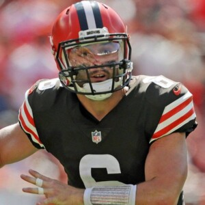 report browns qb baker mayfield playing with partially torn labrum